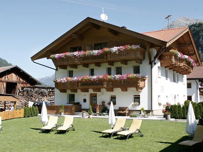 Großer Garten mit Liegewiese zum Entspannen & Beisammensein