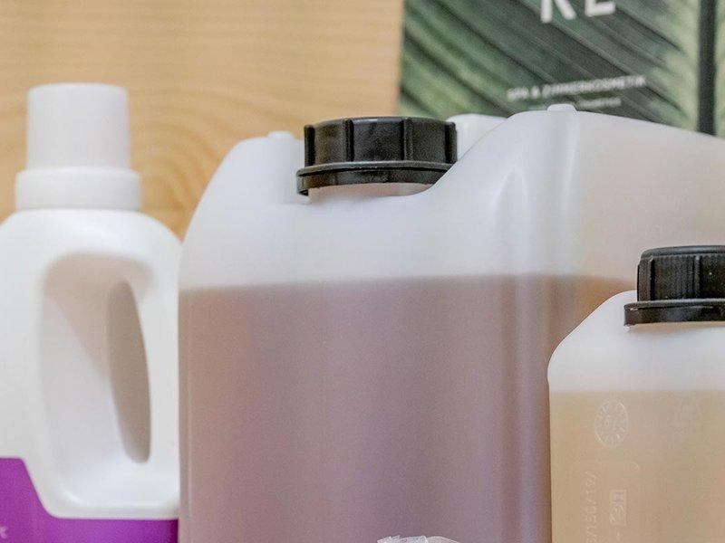 Wiederbefüllbare Behälter & Mineralwasser zum Selbermachen
